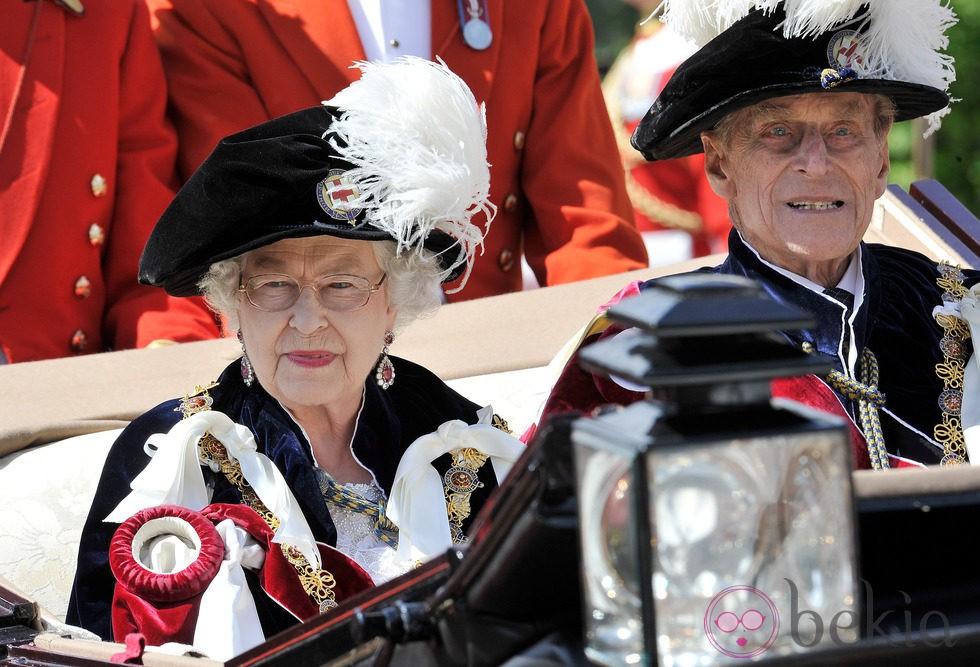 La Reina Isabel y el Duque de Edimburgo en la ceremonia de la Orden de la Jarretera