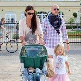 Pepe Reina con su mujer Yolanda Ruiz y sus hijos en Polonia
