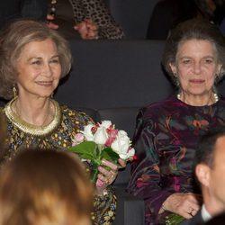 La Reina Sofía e Irene de Grecia en un concierto de música india