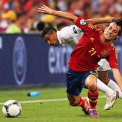 Clichy y David Silva se disputan el balón en el España - Francia de la Eurocopa