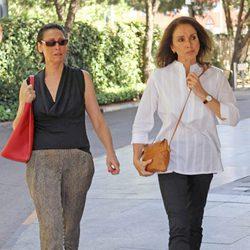 María Barranco y Ana Belén en el tanatorio de Juan Luis Galiardo