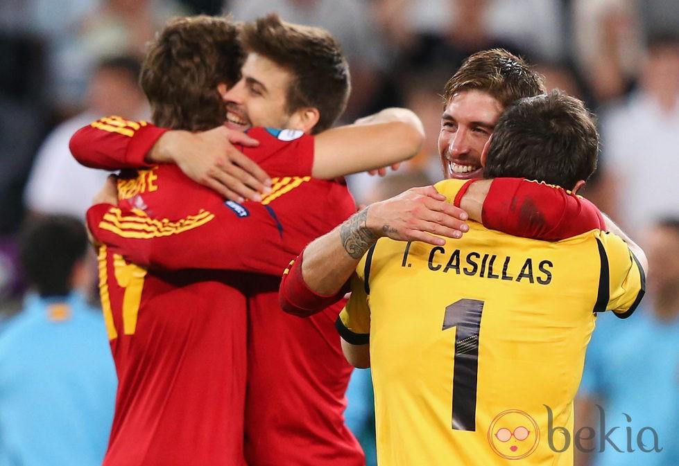Ramos, LLorente, Casillas y Piqué celebran el pase de España a la final de la Eurocopa 2012