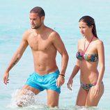 Malena Costa y Mario Suárez disfrutan de su amor de vacaciones en Ibiza