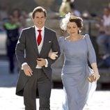Carlos Baute, a la llegada a su boda con Astrid Klisans