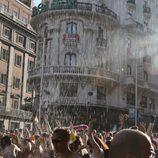 Lanzan agua durante el Orgullo Gay 2012
