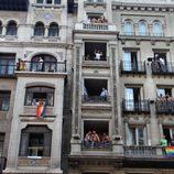 Balcones de Gran Vía durante el Orgullo Gay de Madrid