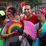 Abanicos multicolor durante el Orgullo Gay de Madrid