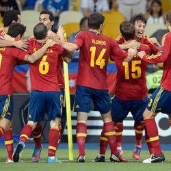 La Selección Española celebra el primer gol frente a Italia en la final de la Eurocopa