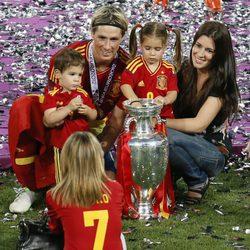 Fernando Torres, Olalla Domínguez, Nora y Leo celebran la Eurocopa 2012