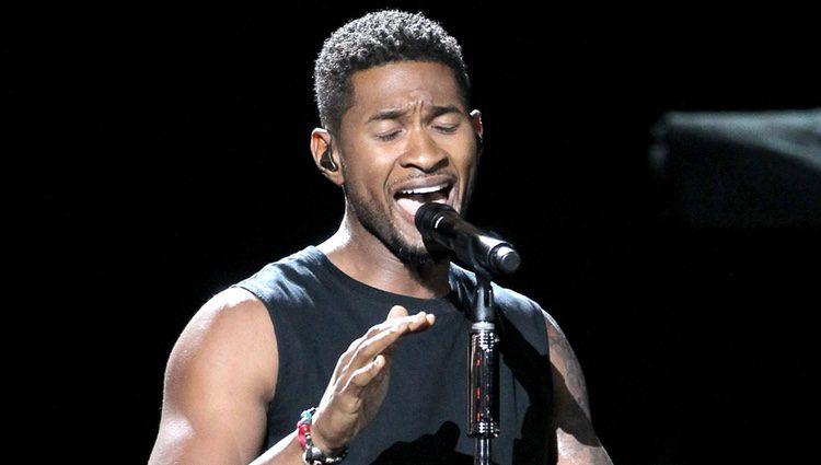 Usher durante su actuación en los Bet Awards 2012
