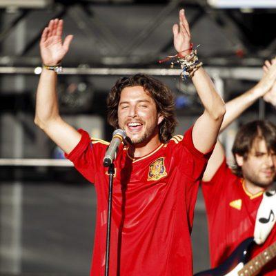 Manu Carrasco en el concierto celebrado por el triunfo de España en Cibeles