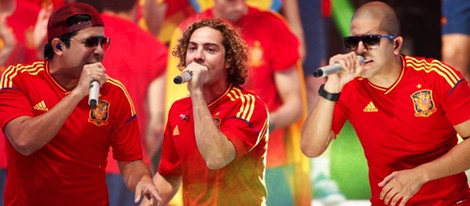 David Bisbal con Cali y el Dandee en el concierto celebrado por el triunfo de España en Cibeles