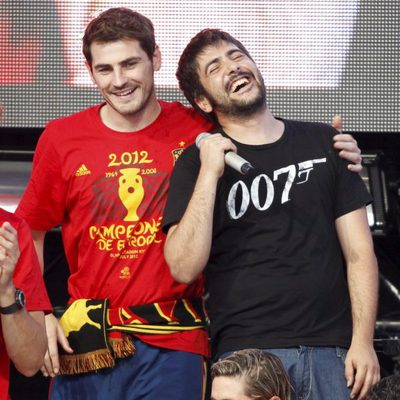 Iker Casillas con Estopa en el concierto celebrado por el triunfo de España en Cibeles