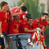 Llorente, Busquets, Xavi, Pedro, Piqué y Torres rumbo a Cibeles para celebrar la Eurocopa 2012