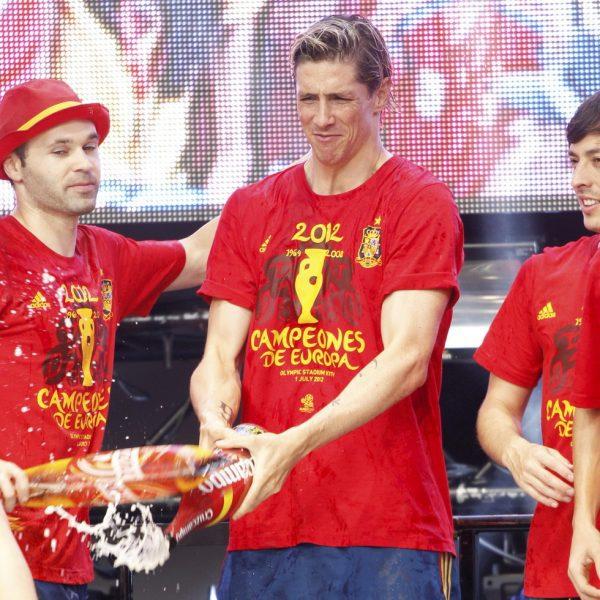 Iniesta torres y silva celebran en cibeles la eurocopa for Torres en la cocina youtube