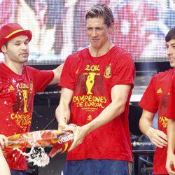 Iniesta, Torres y Silva celebran en Cibeles la Eurocopa 2012