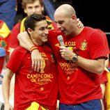 Jesús Navas y Pepe Reina en la celebración de la Eurocopa 2012 en Cibeles