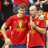 Fernando Llorente y Pepe Reina en la celebración de la Eurocopa 2012 en Cibeles