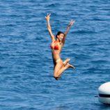 Irina Shayk se lanza el mar desde un barco en Saint-Tropez