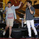 Nick y Joe Jonas en un concierto con motivo de la celebración del 4 de julio