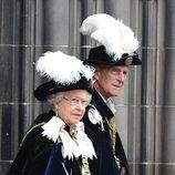 La Reina Isabel y el Duque de Edimburgo en el nombramiento del Príncipe Guillermo como Caballero de Thistle