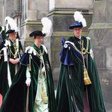 La Princesa Ana acompaña al Príncipe Guillermo en su nombramiento como Caballero de Thistle