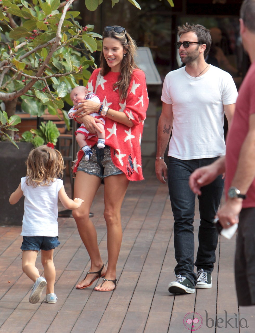 Alessandra Ambrosio Y Jamie Mazur Con Sus Hijos Anja Y Noah Phoenix