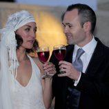 Andrés Iniesta y Anna Ortiz brindando el día de su boda