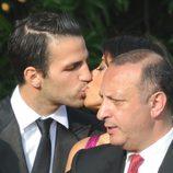 Cesc Fábregas besa a Daniella Semaan en la boda de Andrés Iniesta y Anna Ortiz