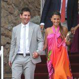 Leo Messi y Antonella Roccuzzo llegando a la boda de Andrés Iniesta y Anna Ortiz