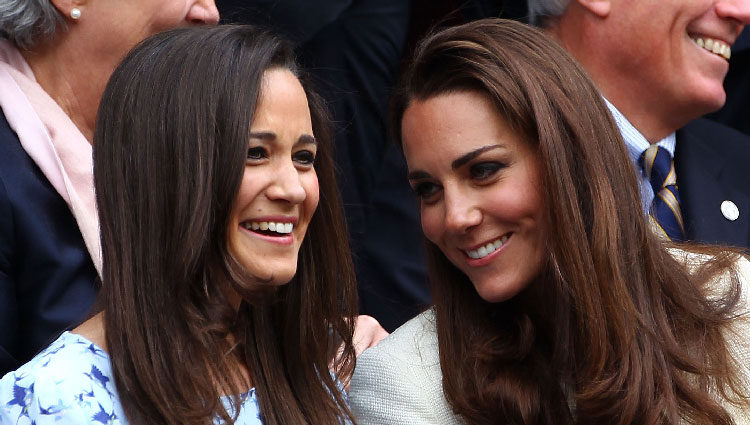 Las hermanas Pippa y Kate Middleton comparten confidencias en la final de Wimbledon