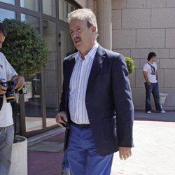 Manuel Campo Vidal llega al tanatorio de Pedro Rodríguez