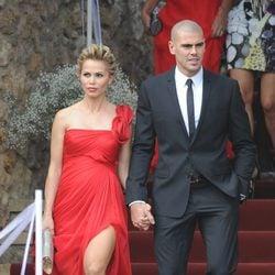 Víctor Valdés y su mujer Yolanda Cardona en la boda de Andrés Iniesta y Anna Ortiz