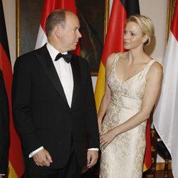 Alberto y Charlene de Mónaco, cómplices en la cena de gala ofrecida en su honor en Alemania
