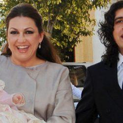 Niña Pastori y Chaboli en el bautizo de su primera hija Pastora
