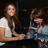 Nikki Reed firmando autógrafos en el estreno de 'Amanacer. Parte 2' en la Comic-Con 2012