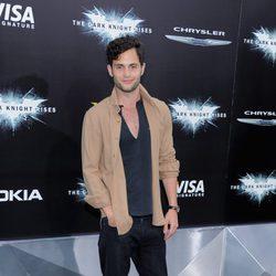 Penn Badgley en el estreno de 'El Caballero Oscuro: La leyenda renace' en Nueva York