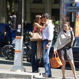 Sofía Vergara y su novio Nick Loeb besándose