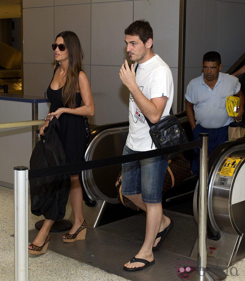 Iker Casillas y Sara Carbonero en el aeropuerto de Houston