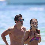 David Bustamante y Paula Echevarría, divertido chapuzón en Ibiza