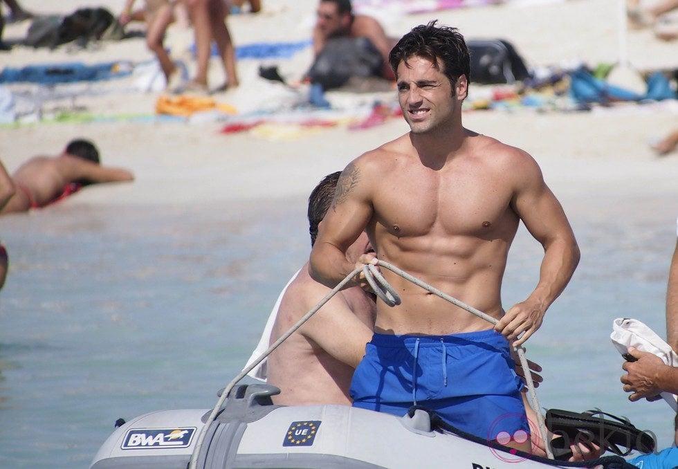 David Bustamante a bordo de una lancha en Ibiza