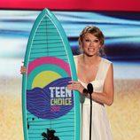 Taylor Swift posa con su premio en los Teen Choice Awards 2012