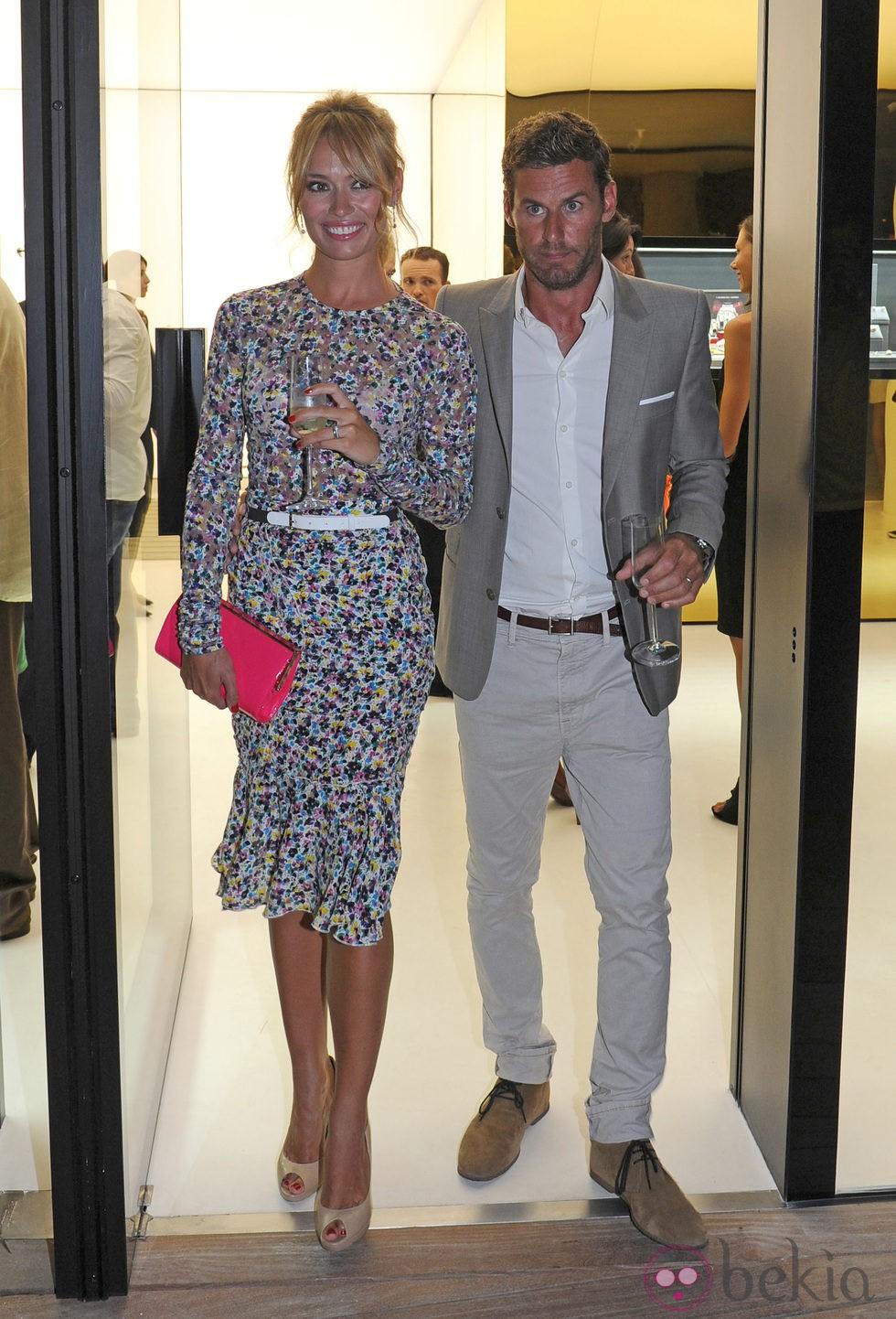Patricia Conde y Carlos Seguí en la inauguración de una relojería en Mallorca