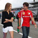 Fernando Alonso y Dasha Kapustina pasean su amor en el GP de Alemania 2012