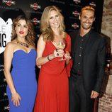 Adriana Ugarte, Judit Mascó e Iván Sánchez en la gala Chica Martini