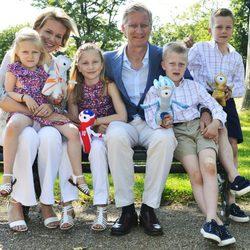 Felipe y Matilde de Bélgica con sus hijos en Londres 2012