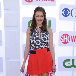 Katie Cassidy en la fiesta organizada por la cadena de televisión CBS