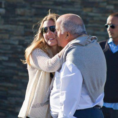 Amancio Ortega besa a su hija Marta Ortega en el Torneo de Casas Novas 2012