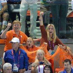 Guillermo y Máxima de Holanda y su hija animan a los deportistas de su país en Londres 2012