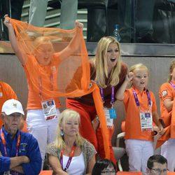 Los Príncipes de Holanda y sus hijos animan a sus compatriotas en Londres 2012